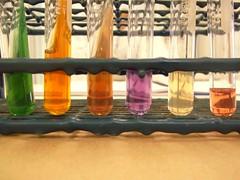Lab. (CaroCisneros) Tags: orange brown white verde green blanco colors lab tubes violet experiment medicine medicina laboratorio ciencia violeta tubos cience bioqumica experimiento biochemestry