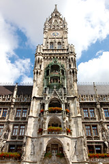 Glockenspiel (RachelGouk) Tags: travel germany munich bavaria rathaus citycenter marienplatz carillon chime deutshland
