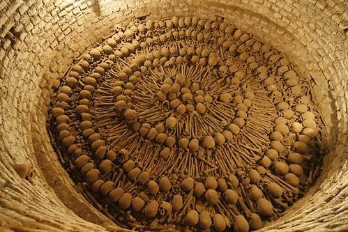 Skulls_femurs-Catacombs