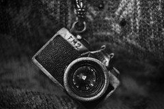 (JessieMartinin) Tags: camera bw white nature necklace back nikon pb inspire d3100 nikond3100