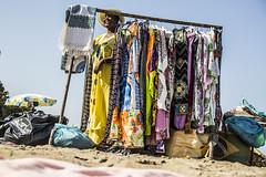 209#365 Colori Ambulanti (Fabio75Photo) Tags: vestiti colori ambulante senegal maglie vendere mare spiaggia sorriso colors cappello yellow giallo blu rosso red brasile italia mondo buste tappeti