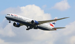 British Airways Boeing 787-9 Dreamliner (AMSfreak17) Tags: amsfreak17 danny de soet canon 70d lhr egll londen london luchthaven heathrow airport vliegtuigen vliegtuig aircraft airplane jet jetphotos planespotting luchtvaart vertrek aankomst departure arrival spotter planes world of airplanes united kingdom england great britean europe dutch northern runway 27r take off british airways boeing 7879 dreamliner gzbke