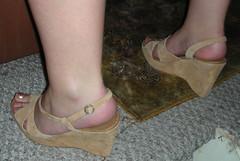 Alejandra 087 (J.Saenz) Tags: feet foot pies fetichismo podolatras pieds mujer woman dedo toe pedicure nail ua polish esmalte pintada toenail zapatos shoes tacones heels tacos tacchi schuh scarpe shoefetish shoeplay zuecos clogs wedges cua
