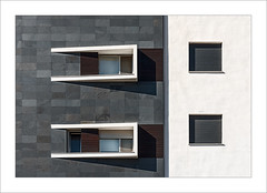 Faana / Faade (ximo rosell) Tags: ximorosell cullera color composici ventana llum light luz arquitectura architecture buildings nikon d750 detall abstract abstracci