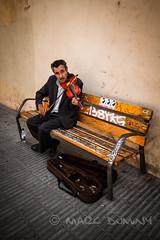 Violonista de Barcelona (filsduvent59) Tags: barcelona portrait spain 7d espagne barcelone catalogne sigma1020 travelerphotos canon7d