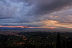 Tuscany <3 <3 <3 (Maria_Globetrotter) Tags: from city italien blue italy panorama beautiful canon landscape florence twilight tramonto day sonnenuntergang view cloudy dusk capital hour tuscany firenze toscana viewpoint toscane fiesole italie florenz itali suset toskana florens solnedgng bl landskap  blauestunde  fierenze wochy timmen  550d 1585    mariasweden