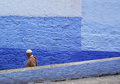 Chefchaouen (Sallyrango) Tags: street blue walking northafrica muslim arabic morocco berber maroc chaouen chefchaouen rif streetafrica africanpeople