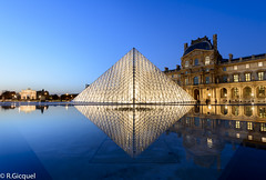 Pyramide du Louvre (Paris) (renan4) Tags: city travel paris france reflection water fountain museum night lights europe cityscape place postcard famous capital bluehour nikkor cristal pyramide renan pyramidedulouvre gicquel rgicquel nikond800 1635mmf4vr renan4
