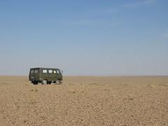 Russian 4x4 in the Gobi desert, Monglia (mbphillips) Tags: nomad mongolia モンゴル 몽골 蒙古 asia アジア 아시아 亚洲 亞洲 mbphillips canonixus400 geotagged photojournalism photojournalist