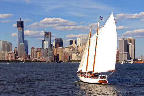 Velero ante el Skyline de New York