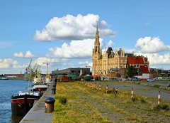 Antwerp : Walking along the quays (Pantchoa) Tags: river dock nikon belgium belgique belgi quay antwerp ni antwerpen anvers scheldt rawfile d90 pantchoa 1685f3556gedvr rememberthatmomentlevel1