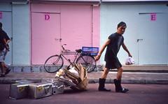 Framboise et menthe givrée ((stephenleopold)) Tags: street hongkong lomolca vélo diapo fujiprovia400 virela gardela virela2 gardela2 virela3 gardela3 virela4 virela5 virela6 virela7 gardela4 virela8 virela9 virela10