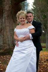 Nouveaux Maris (ISP Bruno Laplante) Tags: wedding white automne noir robe mariage blanche blanc feuilles veston marie mari