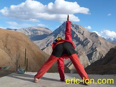 Eric Lon yoga at Demul (3) (Eric Lon) Tags: india cold yoga energy dynamic tibet heat practice souffle himalaya breathe froid warming spiti breathing inde tibetain himalayen chaleur activate respiration ericlon rechauffer demul acriver