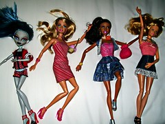 Hotel Arrival (BratzGenerationLove) Tags: relax toys bed dolls barbie skipper artsy cebu liv sweetie mga basics bratz fashionistas spinmaster crownregency ghoulia monsterhigh