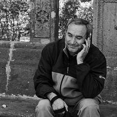 The Call... (Jesus Alducin) Tags: street old city people blackandwhite bw eye public smile mobile mexico persona calle aperture call phone view sony centro streetphotography free ciudad oldman center iso shutter pro reforma popular mirada caminata f4 share focal streetphotographer adulto sonyalpha alducin sonyalpha390 jesusalducin