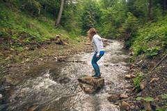 Surfeando (Juanedc) Tags: people woman nature water girl rio rock river mujer agua surf chica ukraine roca ua ucrania carpathian verkhovyna carpatos ivanofrankivsk mariyaprokopyuk berezhnytsya