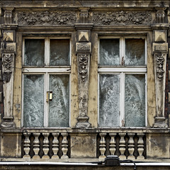 pretty frost (PanMajster) Tags: sculpture house building glass square frost pattern pentax hoarfrost decoration relief zima tenement k5 mrz zdobienia paskorzeba