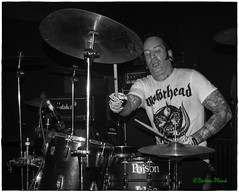 Poison Idea, Black Water Bar, Portland, OR, 7-23-2016 (convertido) Tags: poison idea andy place coolheads donova black water bar portland oregon or pdx punk rock hardcore metal live show music concert photography white party