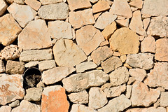 Broken pattern (pieroemme) Tags: cat animal art amore pattern camera streetphotograpy street streetlife sicily sicilia d7100 detail outdoor flikr feeling humanity photojournalism wall rock colour hot pretty contrast love syracuse italy beauty tone urban