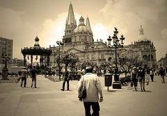 Mi bella ciudad - My beatiful City (DAVOHERN) Tags: sun sunset city ciudad people walk walking caminar caminando church catedral iglesia plaza de armas quiosco man woman sky cielo tarde evening puesta sol nubes