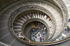 Vatican spiral staircase (jeffclouet) Tags: couleur color italy roma rome italie europe spiral escalier staircase escaleras steps vatican musee museo museum architecture architectura people nikkor nikon d7100 geometrique geometric capital graphic grafico perspective curve courbe personas italia stair indoor handrail