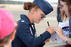 McChord Airshow 27Aug16.11 (Pervez 183A) Tags: thunderbirds pilot mcchord afb jblm airshow autograph