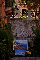 Taormina - Messina (Massimo Frasson) Tags: italia italy sicilia messina taormina centrostorico oldcity pittoresco villaggio pianta vaso sole architettura casa vicolo strada quadri mostra mostradipittura