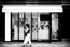 (ken's style 1) Tags: japan tokyo town urban city snap street momochrome blackwhite lady women outdoor