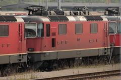 SLMNr 4849 : SBB Lokomotive Re 4/4 II 11252 beim Rangierbahnhof Muttenz bei Muttenz im Kanton Basel Landschaft in der Schweiz (chrchr_75) Tags: oktober train de tren schweiz switzerland suisse swiss herbst eisenbahn railway zug sbb 1210 locomotive re christoph svizzera chemin 44 centralstation fer 2012 locomotora tog ffs juna bundesbahn lokomotive lok ferrovia spoorweg suissa locomotiva lokomotiv ferroviaria cff  re44 locomotief chrigu  rautatie  schweizerische zoug trainen  chrchr hurni chrchr75 bundesbahnen chriguhurni albumsbbre44iiiii oktober2012 albumbahnenderschweiz2012712 chriguhurnibluemailch albumzzz201210oktober