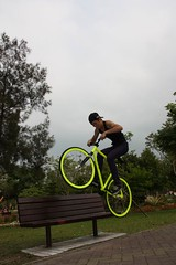 Take a seat (RH+O fixed gear specialist!) Tags: park bike bicycle cat bench for jump alley freestyle track sale air taiwan gear scene jeremy jordan fixed taichung fixie messenger taipei trick tainan lin taidong wheelie rho