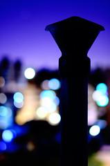 """Anochece tras la chimenea"" (Marcelo Savoini) Tags: chimney lights luces nikon bokeh dusk chimenea anochece d7000 85mmf18g"