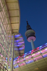 Hamburg Messe pink (Felis Images) Tags: pink blue germany deutschland lights licht nikon hamburg illumination rosa fair fernsehturm blau messe trade funkturm tvtower beleuchtung televisiontower messehallen exhibitionhall heinrichhertzturm d7000