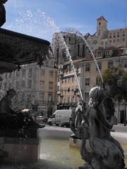 Plaza de Pedro IV, Lisboa, Portugal (Pablo FJ.) Tags: fuente iglesia ciudad ruina urbana urbano patrimonio espaciopúblico geografíahumana