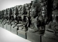 Hindu stone sculptures at the British Museum (Germán Vogel) Tags: uk england blackandwhite sculpture india black london statue stone museum europe panel britain exhibition britishmuseum hindu hinduism eastasia westeurope