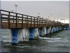 ice age (Ostseeleuchte) Tags: winter cold ice water iceage germany pier wasser balticsea kalt eis eiszapfen seebrücke ostholstein iicicle