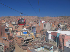 "La Paz: el teleférico ! <a style=""margin-left:10px; font-size:0.8em;"" href=""http://www.flickr.com/photos/127723101@N04/27985277083/"" target=""_blank"">@flickr</a>"