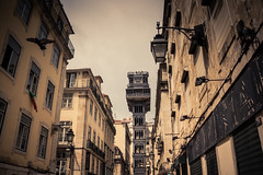 Elevador... (Gilderic Photography) Tags: lisbon lisbonne lisboa portugal ascenseur elevador city cinematic cinema canon 500d gilderic ville buildings architecture tower