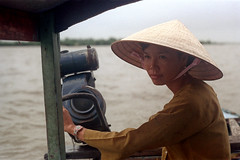 33-510 (ndpa / s. lundeen, archivist) Tags: nick dewolf nickdewolf 33 reel33 color photographbynickdewolf 1970s 1972 fall film 35mm winter 1973 asia vietnam southvietnam vietnamese southvietnamese saigon river saigonriver riverlife watersedge riversedge people woman youngwoman hat conicalhat traditionalhat water