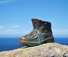 IMG_4569 (Father Alex) Tags: galicia espana spain finisterre finsterra endoftheworld pilgrims boot faro de fisterra