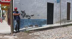 Kinesics (Maria Sciandra) Tags: streetphotography streetcorner mariasciandraphotography mexico sanmigueldeallende wwwmariasciandracom cobblestones redbaseballhat