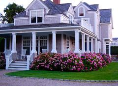 Luxurious villa (beddinginnreviews) Tags: beddinginnreviews fashion reviewsbeddinginn woman style beautiful comfortable