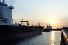 Sluizen, IJmuiden/Velsen Noord (Sean Anderson Classic Photography) Tags: ships ijmuidenvelsen sluizen sonya700 meyeroptik lydith30mmf35 northseacanal lydith m42 30mm