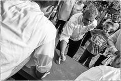 La morra (Roberto Spagnoli) Tags: fotografiadistrada streetphotography morra gioco game biancoenero blackandwhite people
