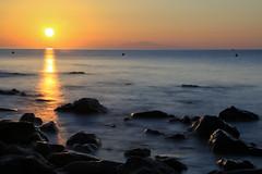 Ouverture (jacqueschoeffel) Tags: canon eos 70d efsis18135mmf3556 longexposure expositionlongue mer see risingsun sunrise leverdesoleil horizon ciel sky rocher rock matin morning extrieur