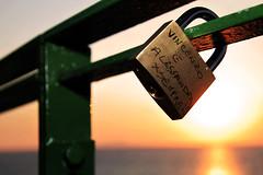 sempre ! (Martin.Matyas) Tags: ocean italien love canon meer symbol himmel canonef50mmf18 sonne sonnenaufgang liebe sonnenstrahlen sonnenschein ozean eos7d