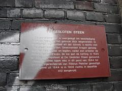 De Gesloten Steen (indigo_jones) Tags: holland netherlands rock chains utrecht devils nederland marbles legend chained oudegracht 364 devilsrock duivelssteen degeslotensteen knikkerden