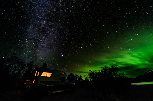 september yukon northernlights milkyway kluanelake... (Photo: kdee64 on Flickr)