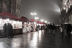 Milano a Natale (Malu photoghraphy) Tags: italy canon milano iso 100 luci 1855mm duomo notte 18mm bancarelle 550d