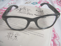Alice ♥ (Lelê Flores) Tags: cute vintage glasses alice books days 365 aliceinwonderland 365daysproject 365dias 365daysofcute